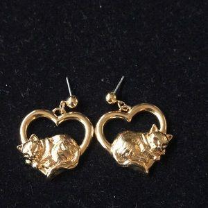Gold Tone Kitty 🐱 on heart Avon Earrings